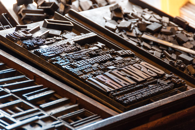 The difference between typography lettering and Difference between calligraphy and typography